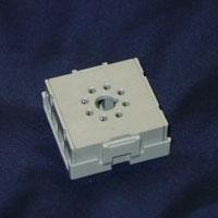sr6p-m11g   11-pin rear-facing socket